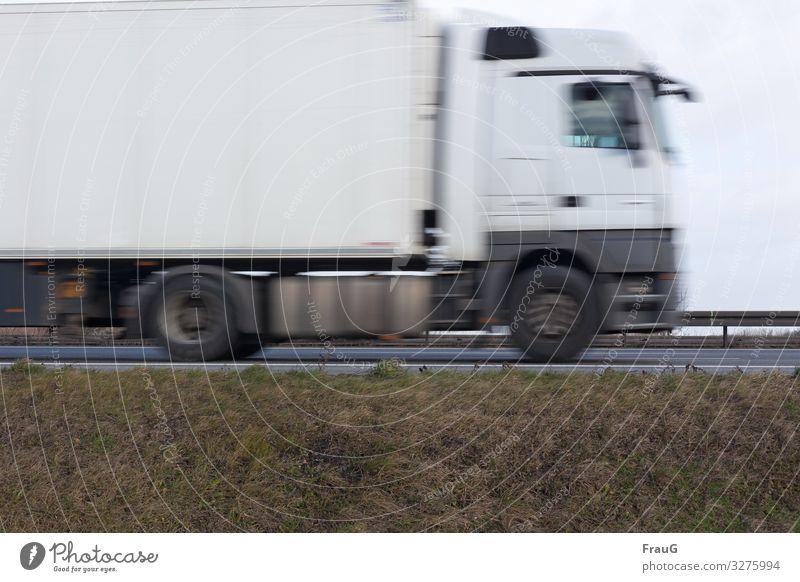 dynamisch | LKW in Fahrt Straße Autobahn Straßenverkehr Verkehr Verkehrswege Straßenrand Autofahren Verkehrsmittel Geschwindigkeit Bewegungsunschärfe