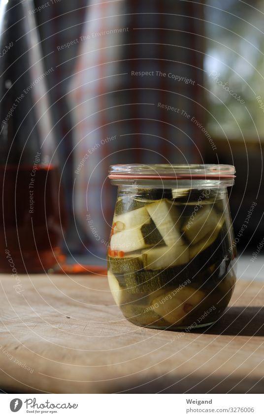 Einmachglas Lebensmittel Gemüse Glas Zufriedenheit einmachen Slowfood Vorrat Zukunft Farbfoto Innenaufnahme Schwache Tiefenschärfe