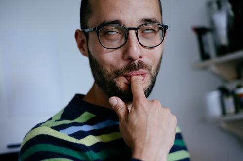 Ekstase maskulin Mann Erwachsene Finger 18-30 Jahre Jugendliche 30-45 Jahre Glück Zufriedenheit Lebensfreude Euphorie Lust genießen lecker abschlecken lutschen