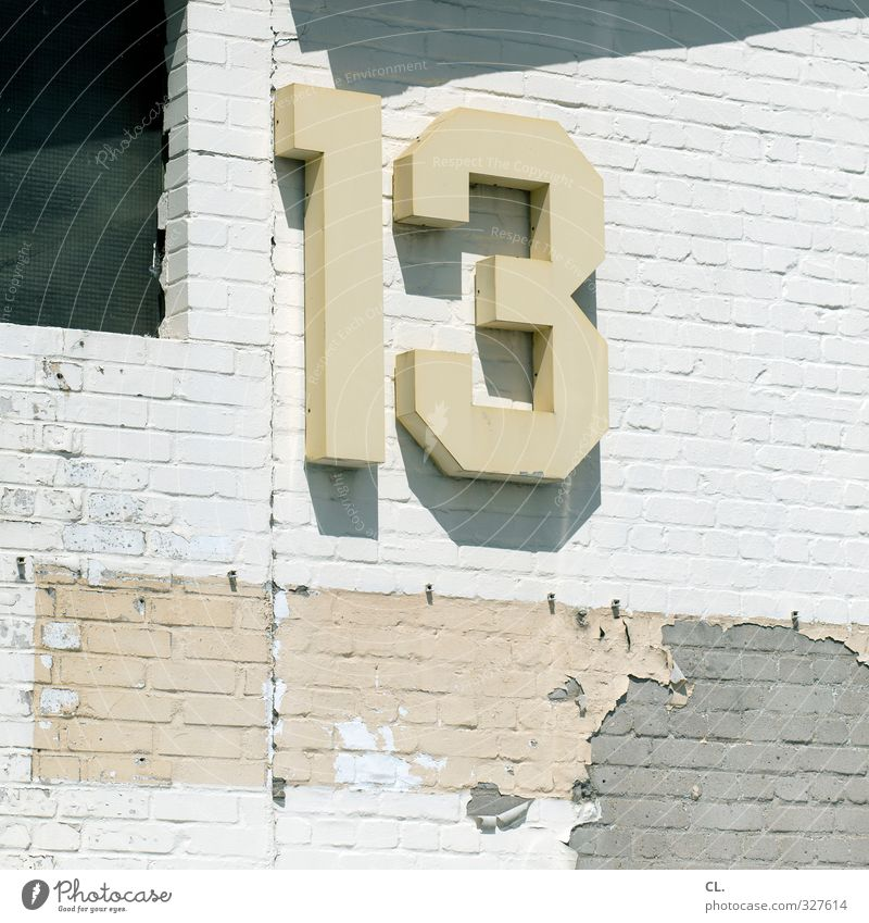 13 Stadt Haus Industrieanlage Fabrik Bauwerk Gebäude Architektur Mauer Wand Fassade Stein Zeichen Ziffern & Zahlen Schilder & Markierungen Hinweisschild