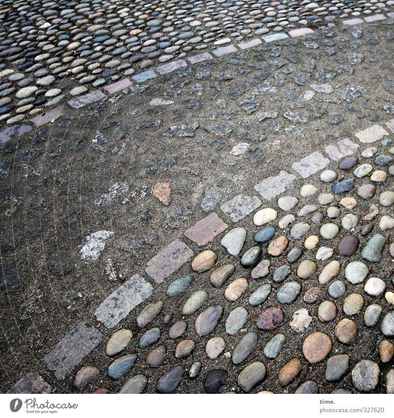 stoned. totally. schön Stadt Leben feminin Wege & Pfade Stein liegen Kunst Zufriedenheit Ordnung ästhetisch rund Lebensfreude Netzwerk historisch Gelassenheit