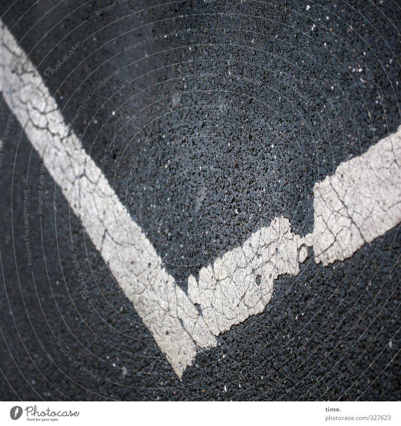 abgefahren Stadt Straße Farbstoff Wege & Pfade Schilder & Markierungen Ordnung Perspektive Hinweisschild Zeichen Asphalt fest Konzentration