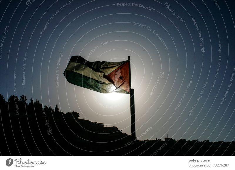 Flagge von Jordanien in der Hauptstadt Amman Ferien & Urlaub & Reisen Tourismus Ausflug Abenteuer Ferne Sightseeing Städtereise Sommer Sommerurlaub Sonne Stadt