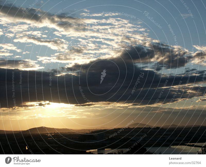 Sonnenuntergang See Wolken Horizont Himmel Berge u. Gebirge sky cloud horizon Silhouette