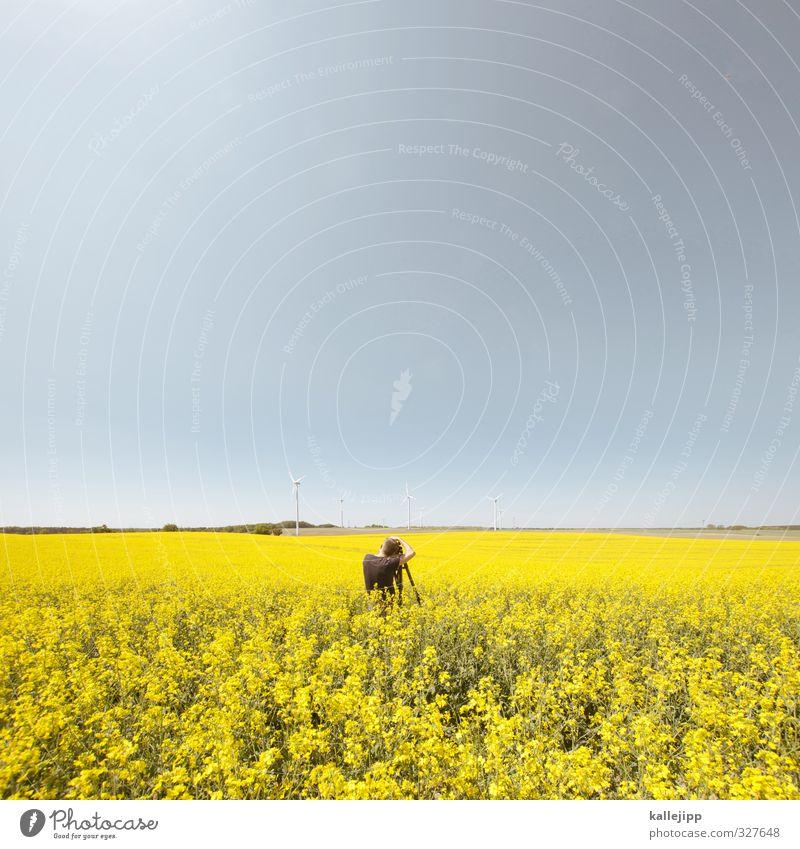 gelb Mensch maskulin Mann Erwachsene 1 30-45 Jahre Umwelt Natur Landschaft Pflanze Horizont Frühling Blüte Nutzpflanze Feld nachhaltig Rapsfeld Fotografie