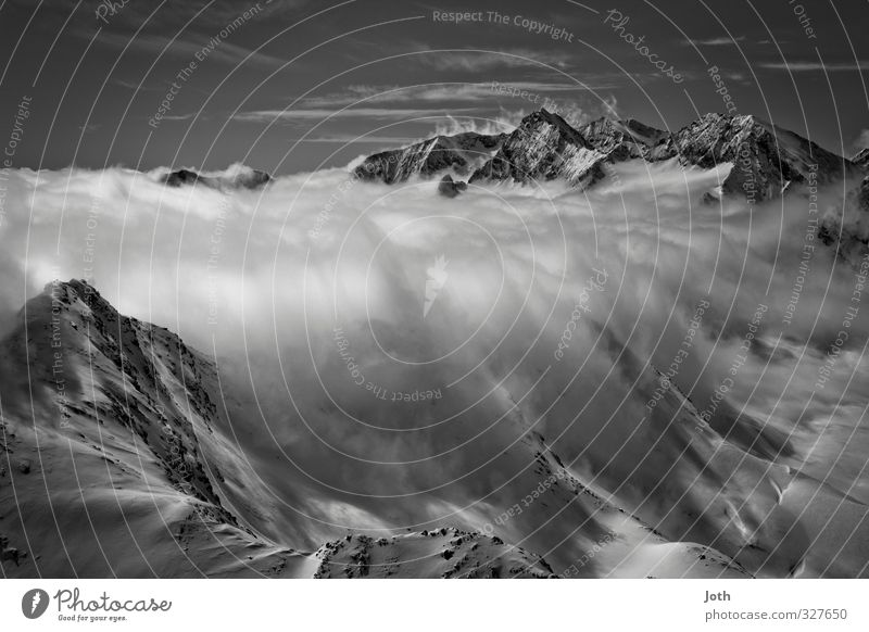 Wolkenstaudamm Landschaft Winter Wetter Schnee Alpen Berge u. Gebirge Schneebedeckte Gipfel Unendlichkeit Klima Schwarzweißfoto Außenaufnahme Tag Schatten