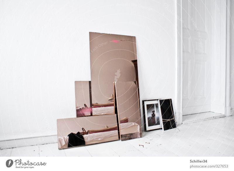 Spieglein, Spieglein. ruhig Ferne Innenarchitektur Stil Metall Kunst Wohnung Raum glänzend Häusliches Leben Lifestyle Design Glas Dekoration & Verzierung Gold