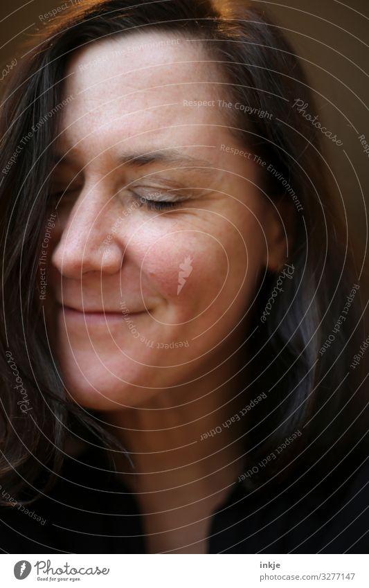 Portrait Frau Mensch schön Gesicht Erwachsene Leben natürlich Gefühle Glück Haare & Frisuren Stimmung Zufriedenheit Lächeln 45-60 Jahre Fröhlichkeit authentisch
