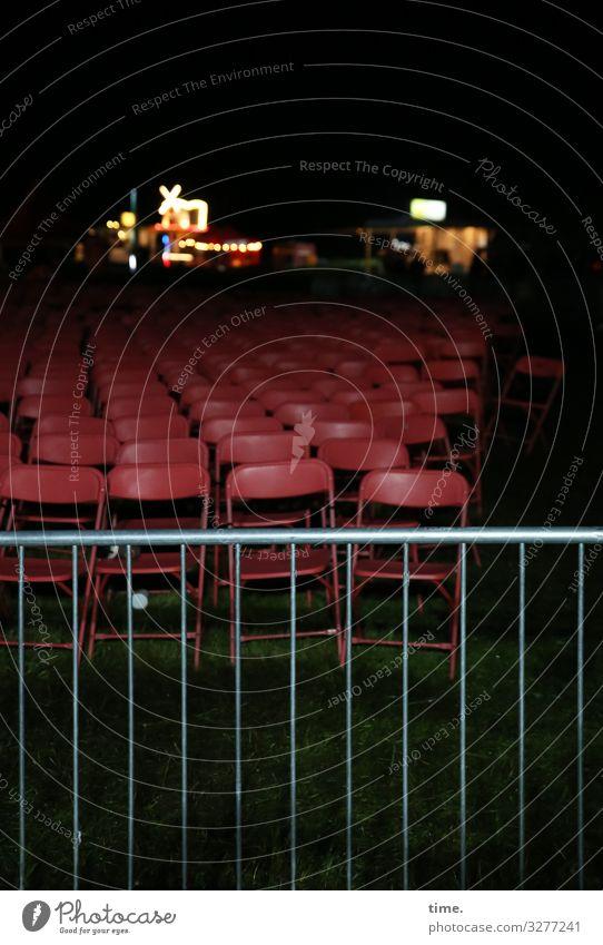 bestuhltes Gelände (I) Stuhl Veranstaltung Feste & Feiern Open Air Musikfestival Wiese Zaun Gastronomie Restaurant Buden u. Stände Außenaufnahme dunkel