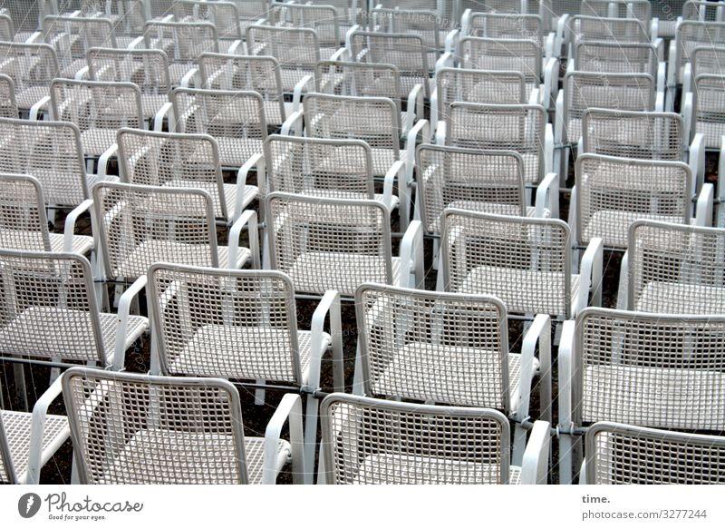 bestuhltes Gelände (V) Stuhl Veranstaltung Feste & Feiern stehen warten Zusammensein Gelassenheit geduldig ruhig Leben Ausdauer standhaft Ordnungsliebe Neugier