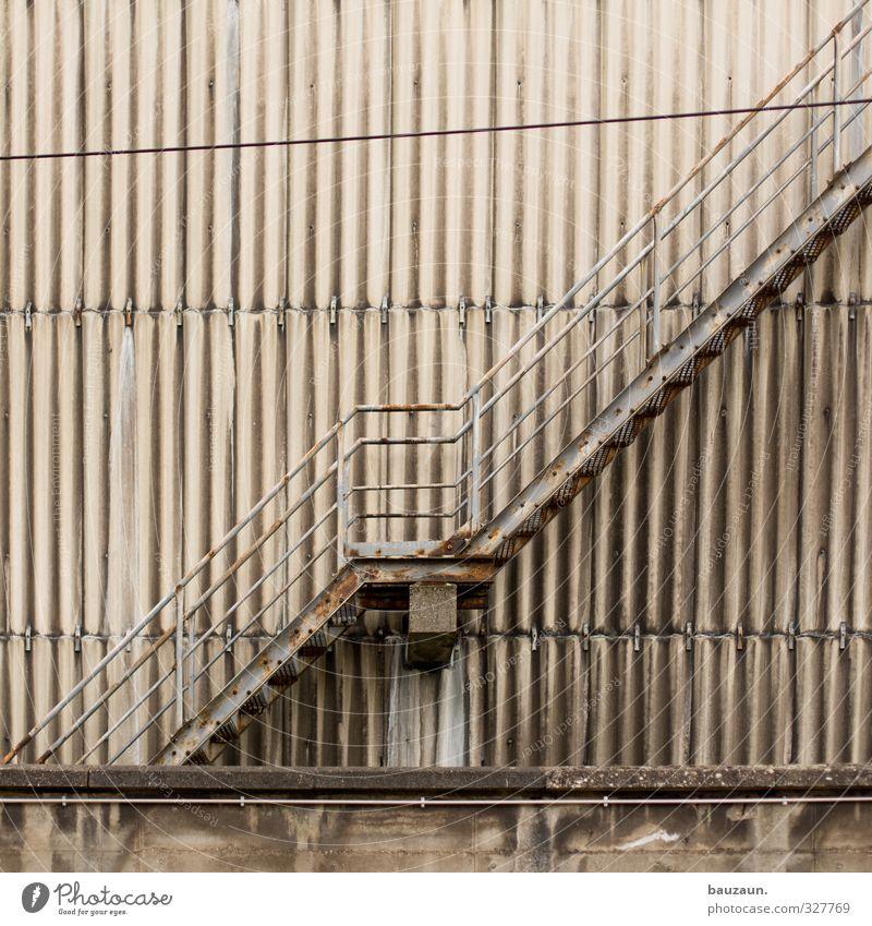 treppe. alt Wand Architektur Mauer grau Gebäude Metall Linie gehen Fassade Treppe Energiewirtschaft Beton Industrie Landwirtschaft Fabrik