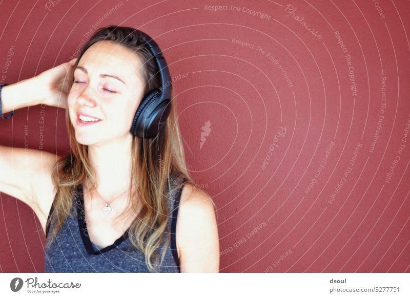Listen! Lifestyle kaufen Headset MP3-Player Unterhaltungselektronik feminin Junge Frau Jugendliche Erwachsene 1 Mensch 18-30 Jahre Musik Radio Podcast Erholung