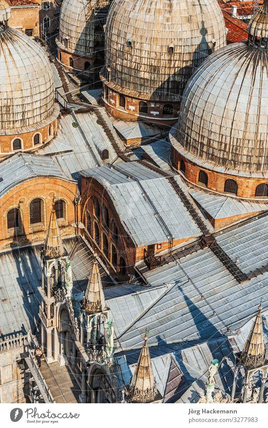 mit Blick auf die Markuskirche in Venedig vom Campanile de San Marco Kirche Gebäude Wahrzeichen historisch Religion & Glaube Basilika Markusdomizil Markusplatz