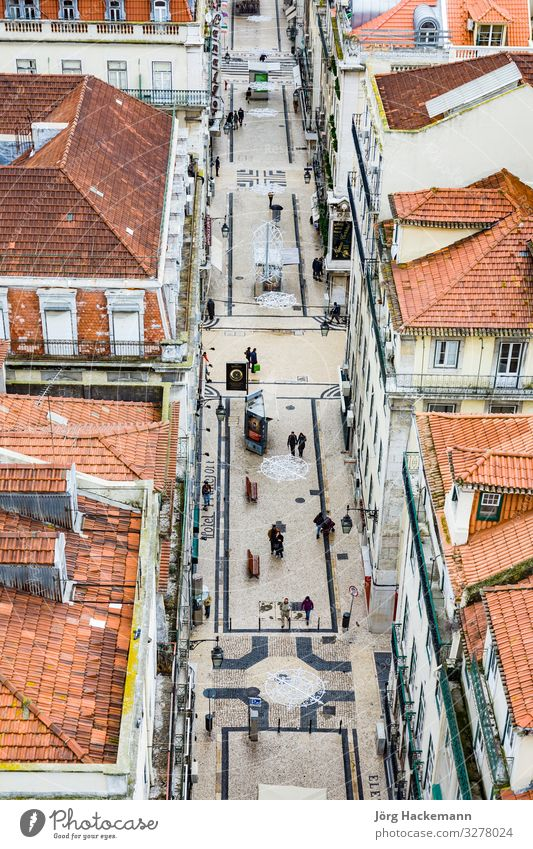 view from the Elevador de Santa Justa to the old part of Lisbon Lissabon Portugal Europa historisch Alfama aerial Großstadt cobble stone historic old town