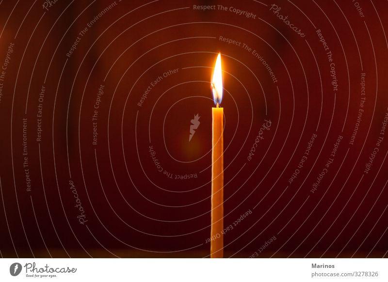 Kerze in der ?rthodoxen Kirche Feste & Feiern Denkmal dunkel hell Religion & Glaube Massenvernichtung Licht Flamme Hintergrund Symbole & Metaphern Feuer glühen