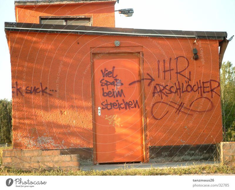 naunhofernachtgeflüster Fototechnik orangenes Haus Natur Schriftzeichen