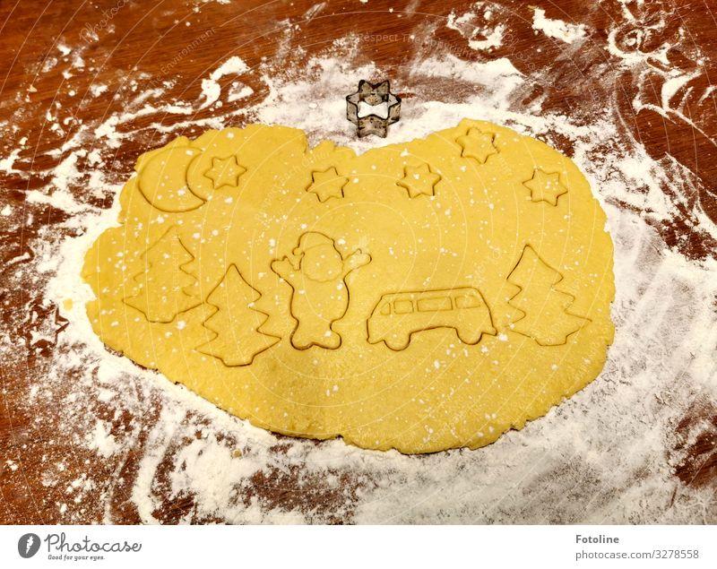 Hohoho! Frohe Weihnachten! weiß Lebensmittel gelb braun Ernährung Stern (Symbol) lecker Backwaren Süßwaren Weihnachtsbaum Weihnachtsmann Holztisch Bus Teigwaren