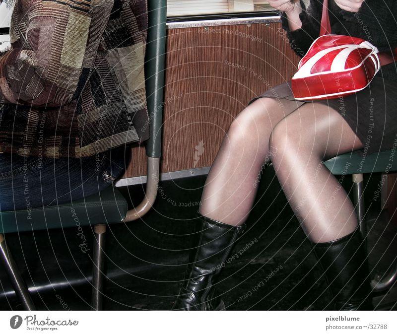 bahn fahren Frau Beine Eisenbahn sitzen Tasche Nylon