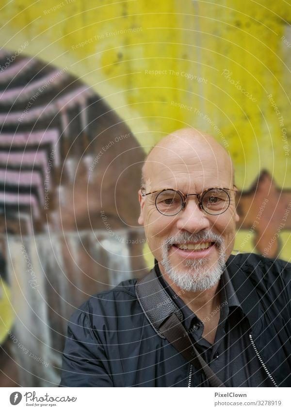 Lachen Lifestyle Freude Mensch maskulin Mann Erwachsene Senior Leben Kopf 1 45-60 Jahre Jacke Lächeln lachen authentisch gelb Stimmung Glück Zufriedenheit