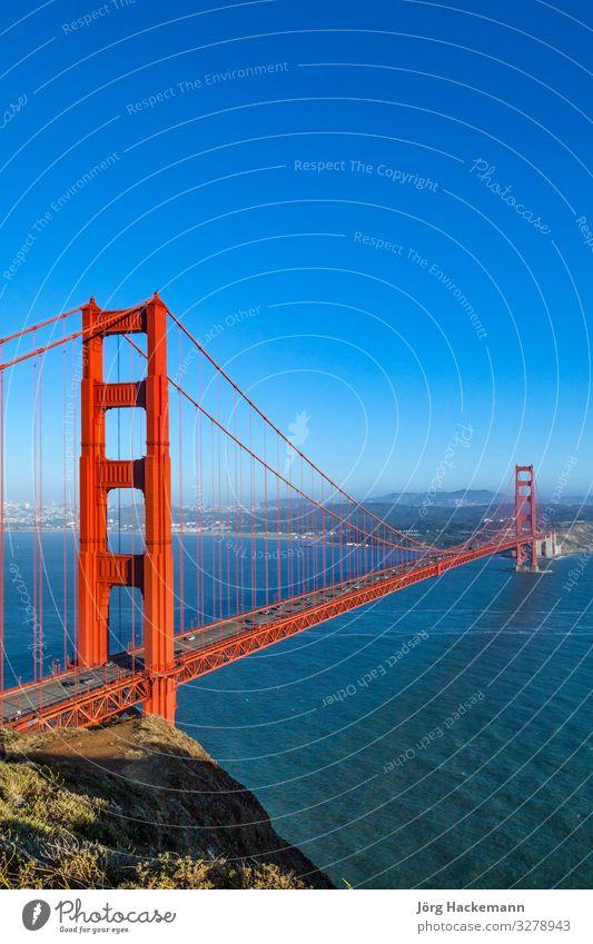 San Francisco Golden Gate Bridge im späten Nachmittagslicht Brücke Stimmung Kalifornien USA amerika KFZ Abenddämmerung San Francisco Bay Schwarzweißfoto