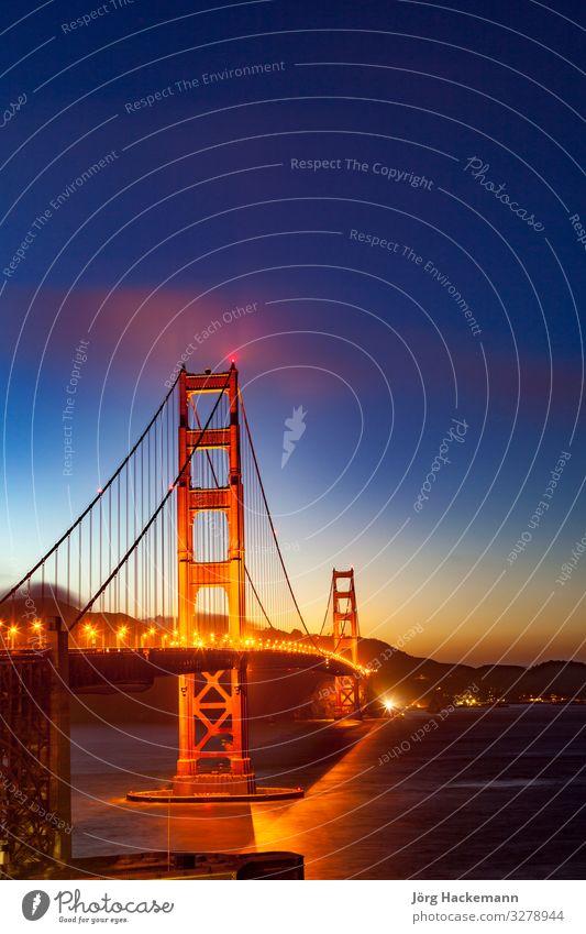 Autos an der Golden Gate Bridge am späten Nachmittag Brücke rot San Francisco USA amerika KFZ erleuchten Wahrzeichen Sonnenuntergang Symbole & Metaphern