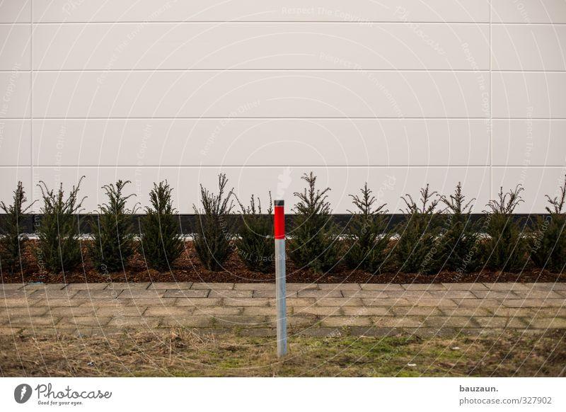 alleinstellung. Industrie Pflanze Sträucher Grünpflanze Park Industrieanlage Fabrik Bauwerk Gebäude Mauer Wand Fassade Wege & Pfade Pfosten Stein Beton Metall