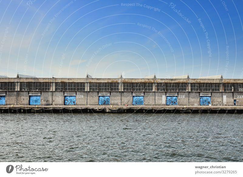 Warehouse Industrie Handel Güterverkehr & Logistik Business Industrieanlage Gebäude Architektur einfach trist blau Dock Portwein Industriefotografie