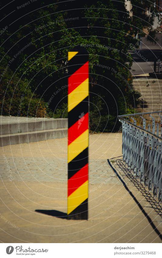 Grenzübergang Design Ausflug Umwelt Sommer Schönes Wetter Übergang Sachsen Deutschland Stadt Treppe Fassade Stab Metall Zeichen beobachten entdecken Blick