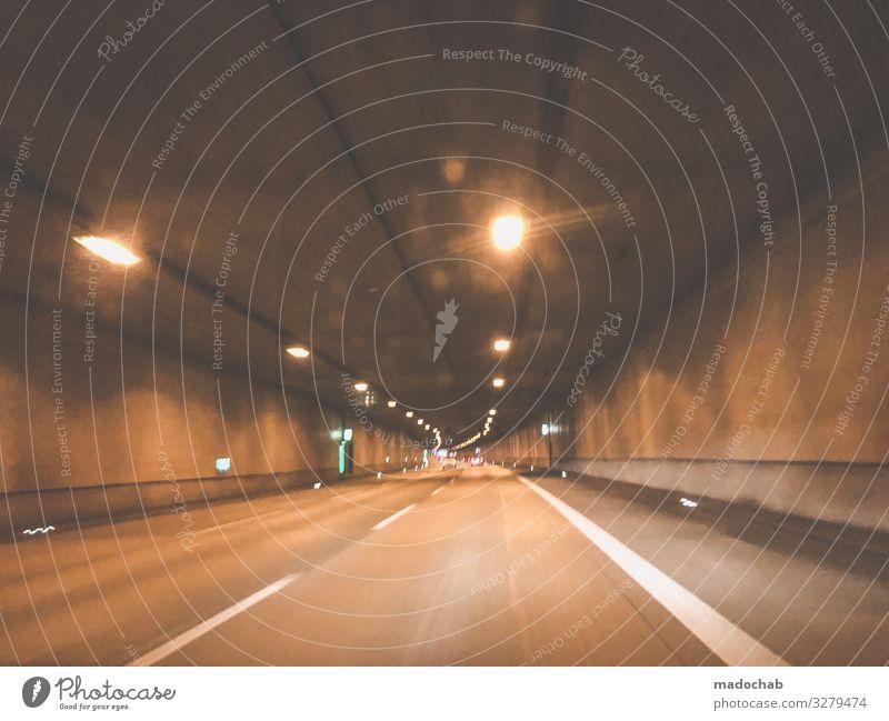 Tunnelblick Auto Autofahrt Verkehr Mobilität Straße Verkehrswege Straßenverkehr Verkehrsmittel fahren Bewegung Menschenleer Geschwindigkeit PKW Personenverkehr