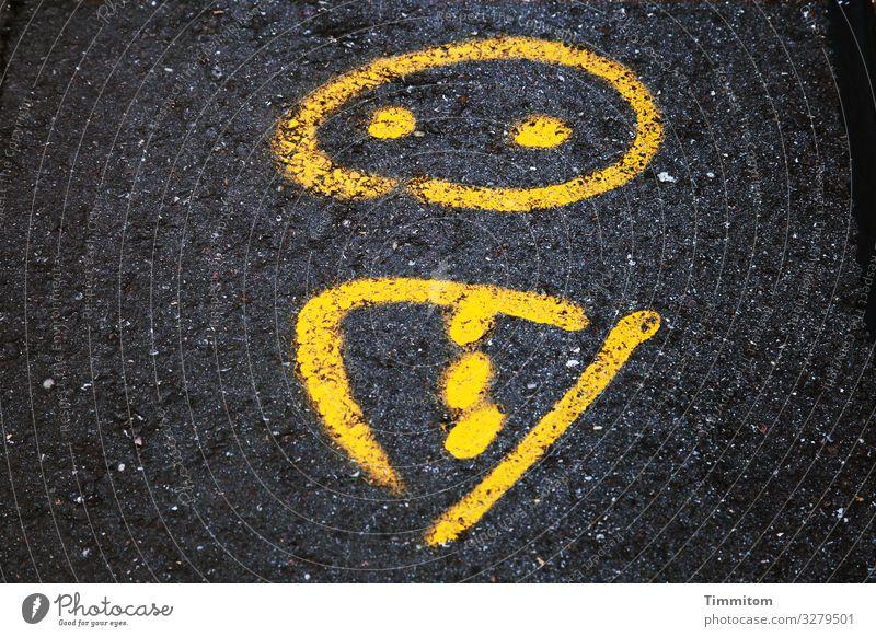 Akzeptierende Grundhaltung Straße Wege & Pfade Zeichen Schilder & Markierungen Linie ästhetisch gelb schwarz weiß Gefühle Rätsel Asphalt unklar Bedeutung Figur