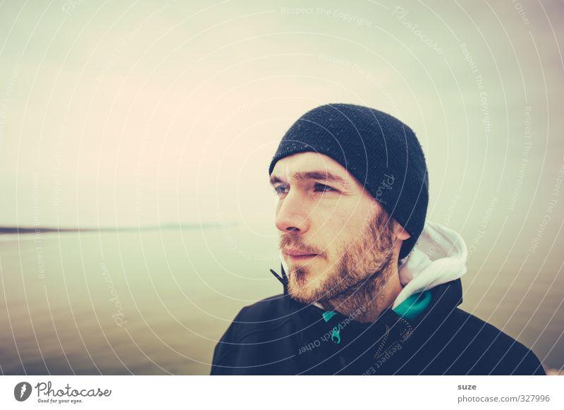 Seebär Mensch Jugendliche Ferien & Urlaub & Reisen Meer Einsamkeit Erwachsene Umwelt Ferne kalt 18-30 Jahre Küste Zeit Horizont maskulin nachdenklich Lifestyle