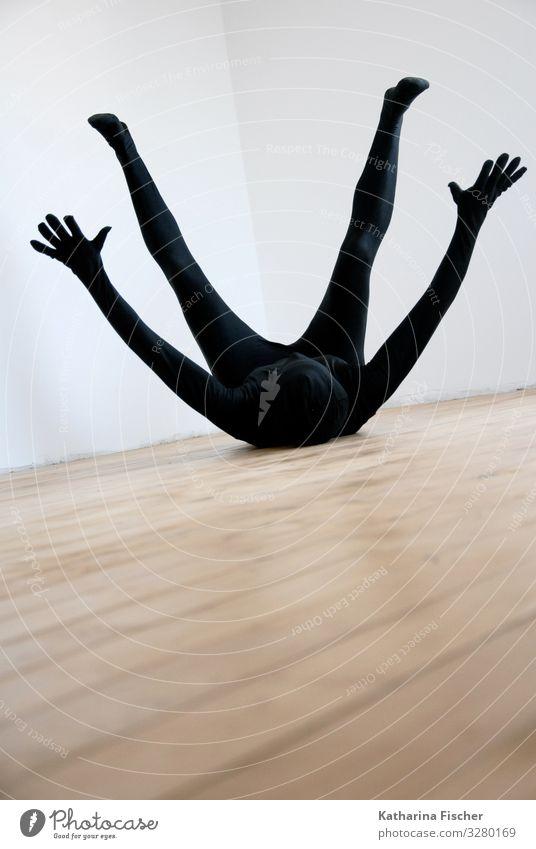 Part of expression Mensch weiß schwarz feminin braun Raum maskulin liegen Boden fallen sportlich Sturz gefallen androgyn Körperspannung Rückenlage