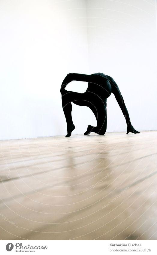 Part of Expression 1 Mensch Kunst festhalten knien ästhetisch sportlich außergewöhnlich Coolness braun schwarz weiß einzigartig Pantomime schwarzer Anzug Raum