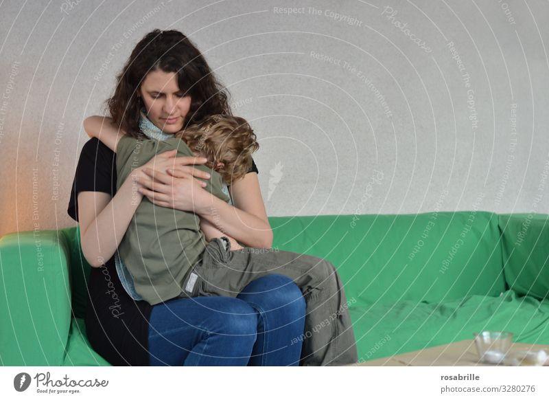 die Mama | Lieblingsmensch Mutter Kind Sohn umarmen Liebe Mutterliebe trösten Trost Nähe Beziehung Familie & Verwandtschaft Eltern Kindheit Junge Mutterschaft