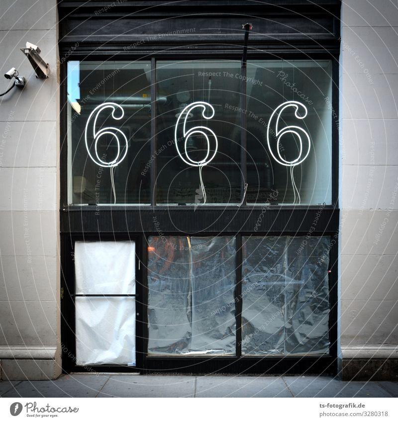 The Devil's Shop? kaufen Geld Schaufenster Ladengeschäft Haus Bauwerk Gebäude Fassade Fenster Zeichen Schriftzeichen Schilder & Markierungen Neonlicht