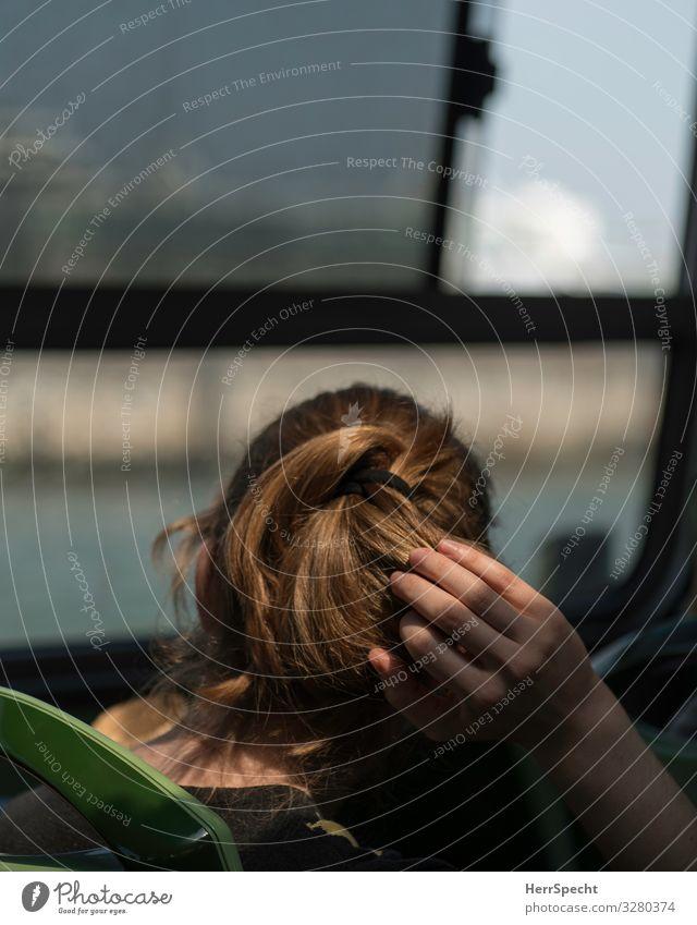 Im Bus Mensch feminin Junge Frau Jugendliche Erwachsene Haare & Frisuren Hand 1 18-30 Jahre Verkehr Verkehrsmittel Öffentlicher Personennahverkehr Busfahren