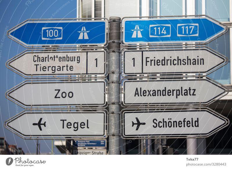 #Berlinschilder Stadt Hauptstadt Zeichen Schilder & Markierungen Hinweisschild Warnschild Verkehrszeichen Abenteuer Berlin-Mitte Farbfoto Außenaufnahme