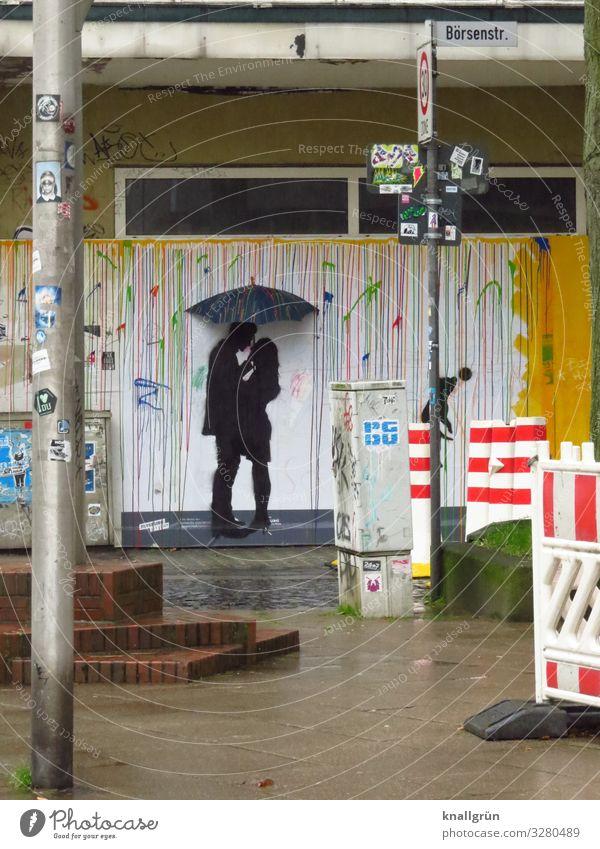 Schutz Mensch maskulin feminin Junge Frau Jugendliche Junger Mann Paar 2 18-30 Jahre Erwachsene Regenschirm Graffiti berühren Kommunizieren Liebe Blick stehen