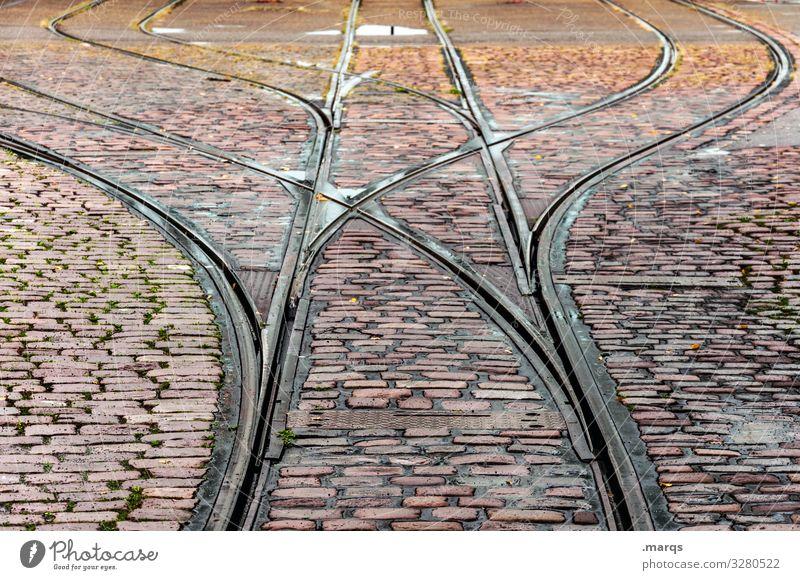 Schienen Schienenverkehr Verkehr Mobilität Kopfsteinpflaster Pflastersteine Bahnfahren Straßenbahn Gleise Straßenbahngleise Orientierung Ziel Wege & Pfade