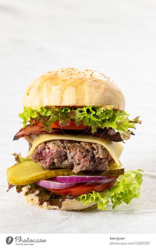 Cheeseburgers Fleisch Käse Gemüse Brot Brötchen Fastfood Stoff lecker saftig Hamburger knusprig geröstet Bio patty Rucola backen Sesam Ketchup Feinschmecker