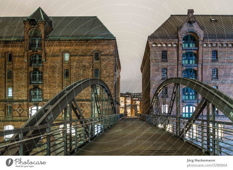 Hamburg berühmte Speicherstadt schön Ferien & Urlaub & Reisen Tourismus Sightseeing Haus Fluss Stadt Stadtzentrum Hafen Brücke Gebäude Architektur alt