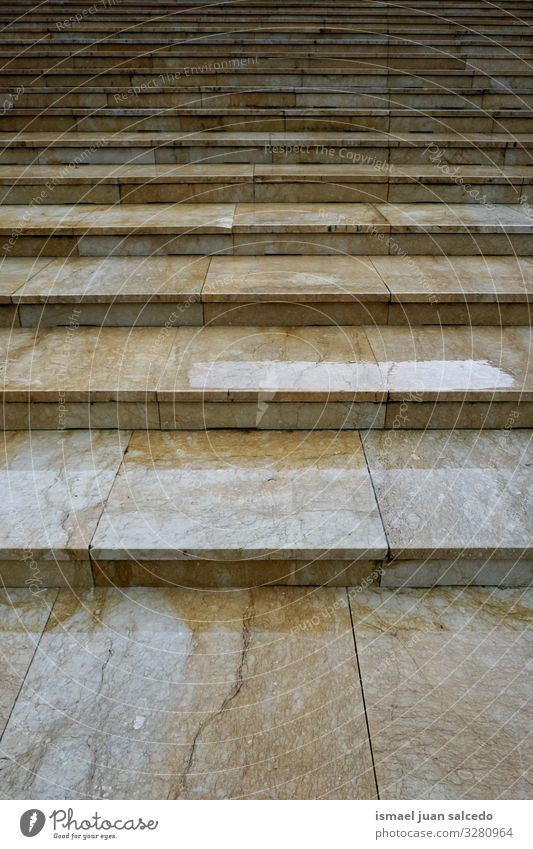 die Treppe auf der Straße Freitreppe Architektur Strukturen & Formen Treppenhaus Konstruktion Außenaufnahme urban alt nach oben abwärts Hintergrundbild
