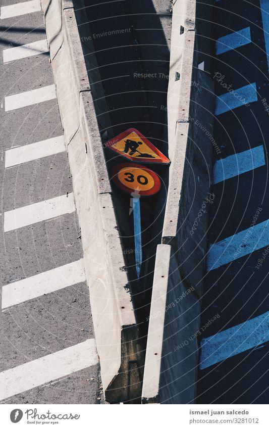 Ampelschaden auf der Autobahn Mitarbeiter Arbeit & Erwerbstätigkeit Konstruktion Flugzeugwartung Reparatur Gehhilfe Verkehrsgebot Signal Straße Ermahnung