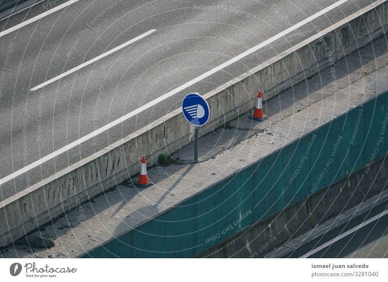 Verkehrsampel auf der Autobahn in der Stadt Bilbao Spanien Straße Asphalt streeth Verkehrswege Straßenverkehr Fernstraße Wege & Pfade Linie