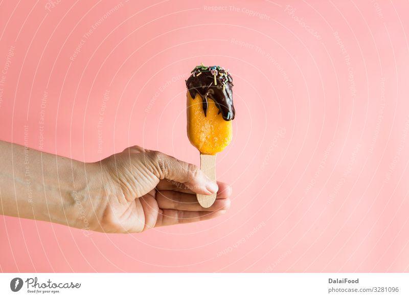 Eisstiele von Früchten mit Schokolade Frucht Apfel Dessert Speiseeis Schalen & Schüsseln Holz frieren Coolness frisch rosa rot weiß Farbe Alpha Hintergrund