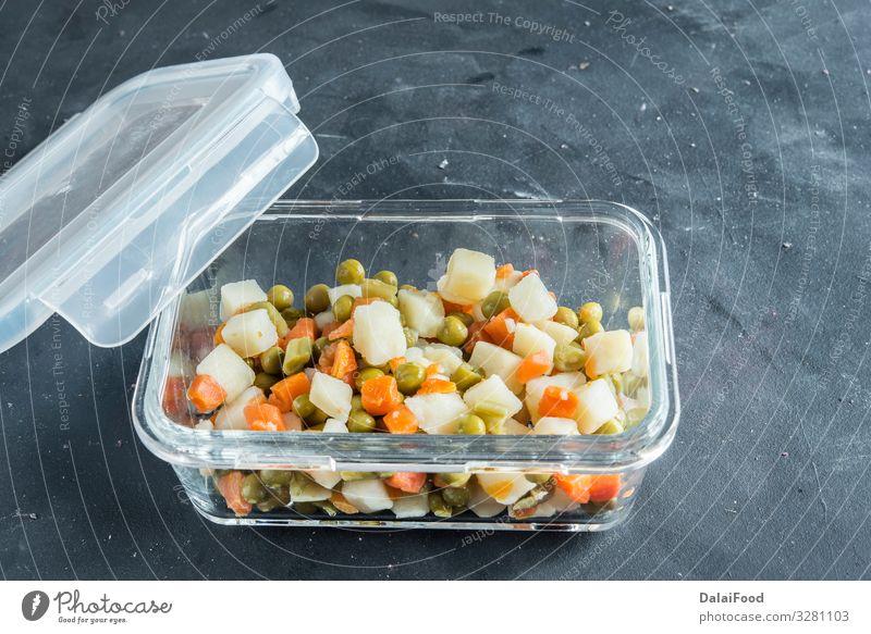 """traditioneller russischer Salat """"Oliver"""" Fleisch Gemüse Abendessen Büffet Brunch Vegetarische Ernährung Diät Teller Schalen & Schüsseln Silvester u. Neujahr"""