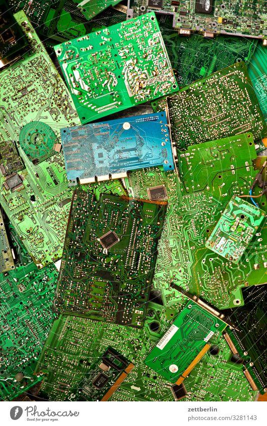 E-Schrott Teile u. Stücke Computer elektrisch elektronisch Elektronik Platine Löten Motherboard Unterhaltungselektronik widersetzen Menschenleer Textfreiraum