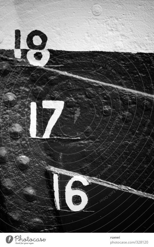 18, 17, 16,... weiß schwarz Farbstoff Wasserfahrzeug Verkehr groß Ziffern & Zahlen Zeichen Güterverkehr & Logistik Hafen nah Schifffahrt Stahl messen schwer