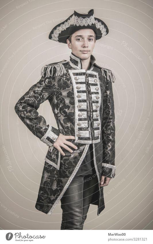 Teenager Portrait in Admirals-Kostüm elegant Stil Kartenspiel Poker Glücksspiel maskulin Junge Junger Mann Jugendliche 1 Mensch 13-18 Jahre Gemälde