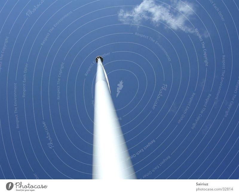 Fahnenmast mit Wolken Himmel blau Wolken Einsamkeit hoch lang Dinge Fahnenmast himmelwärts